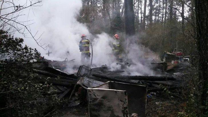 Elderly man burns face in house fire